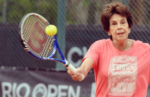 Maria Bueno attracted crowds when she hit on court in Rio