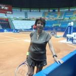 Maria Bueno courtside