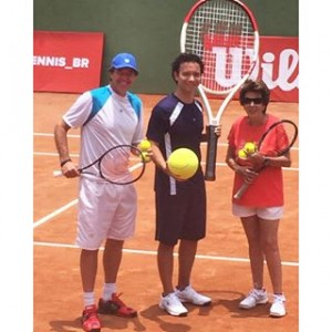 Mauro Menezes, Marco Luque e Maria Esther Bueno on court at the Wilson Experience