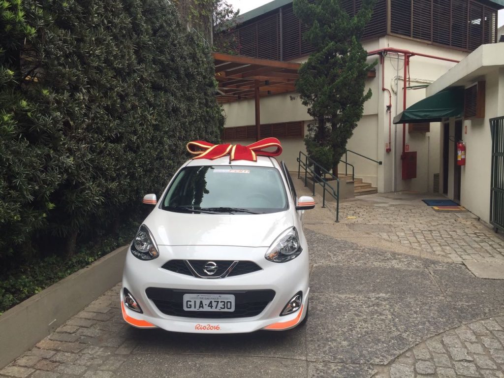 The Nissan March Rio 2016 special edition car presented to Maria Esther Bueno by the Sociedade Harmonia de Tênis